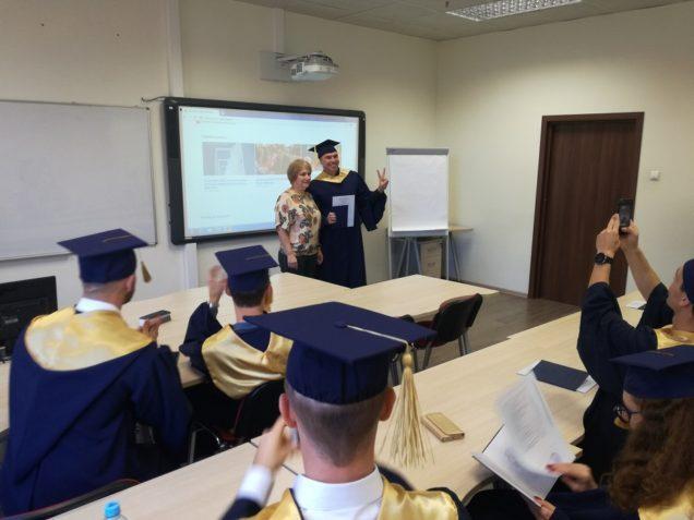 Вручение дипломов новым выпускникам